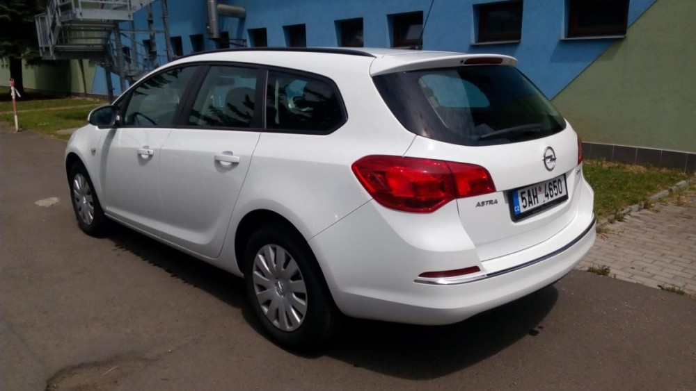 Opel Astra combi diesel k pronájmu