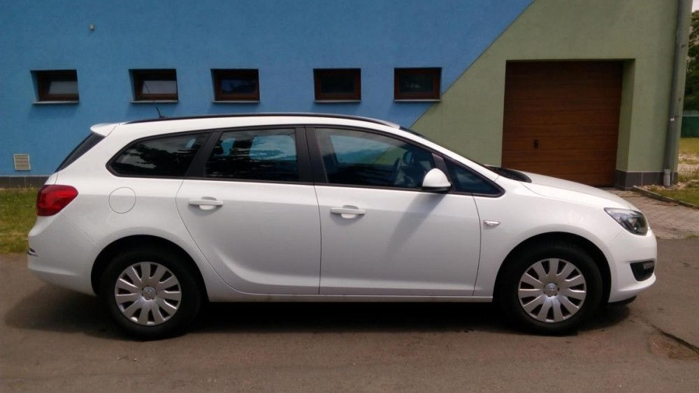 Opel Astra combi diesel ke krátkodobému pronájmu