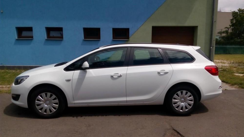 Model Opel Astra combi diesel k pronájmu