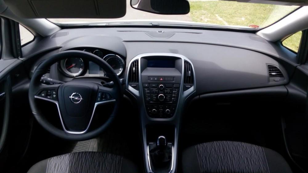 Opel Astra combi diesel - interiér