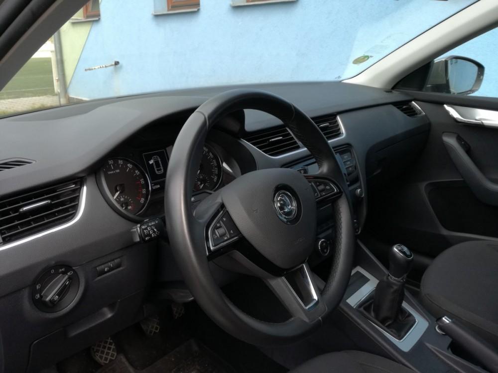 Škoda Octavia diesel kombi business 2016 - přístrojová deska