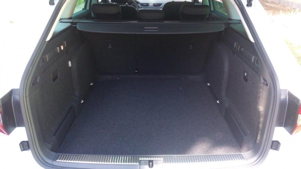 Zavazadlový prostor Škoda Superb III combi diesel