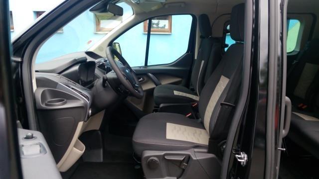 Interiér Ford Tourneo
